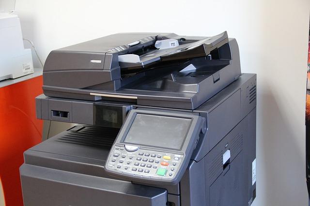 Cómo facturas las copias de negro y color de las fotocopiadoras en renting o alquiler, ¿a mano, por teléfono, email, o telemáticamente?